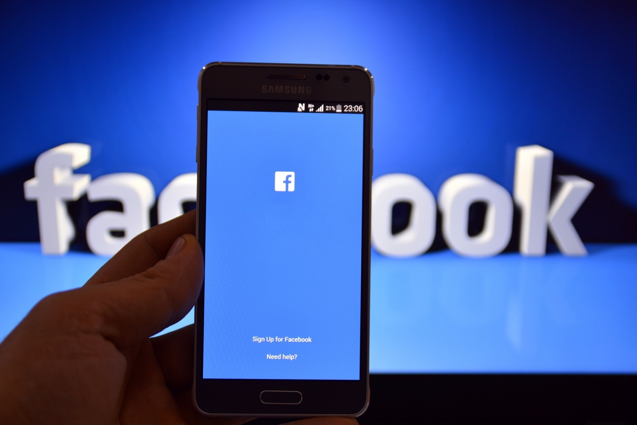 How to hack someones Facebook without them knowing